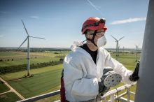 Well protected: The repair season is under way for our rotor blade teams. (Photo: Deutsche Windtechnik)